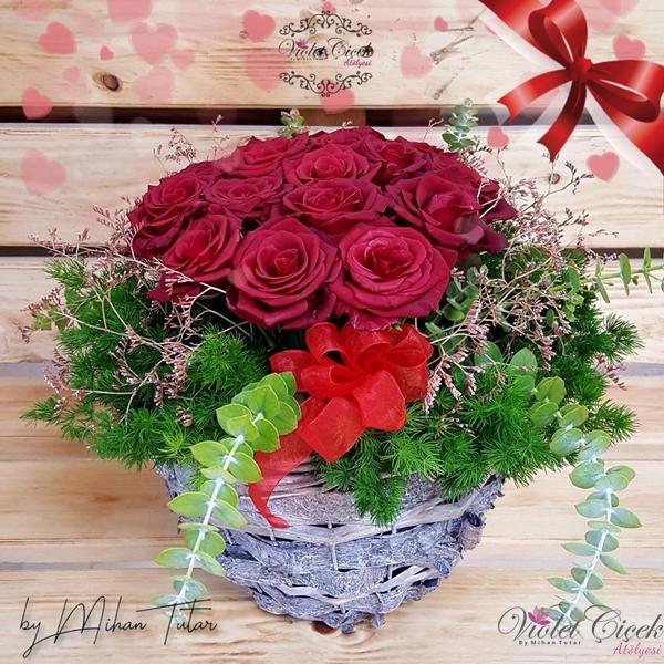 İthal Sepette Kırmızı Güller