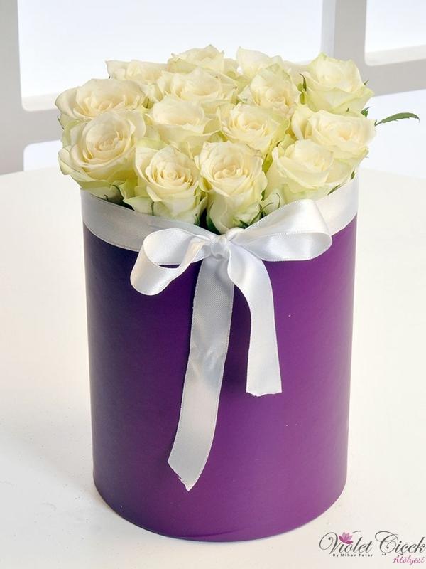 Kutuda 15 Adet Beyaz Güller