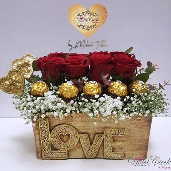 Love Saksıda Grup Güller Ve Çikolata