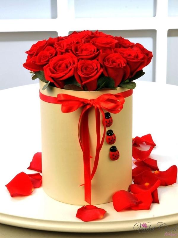 Kutuda 15 Adet Kırmızı Güller