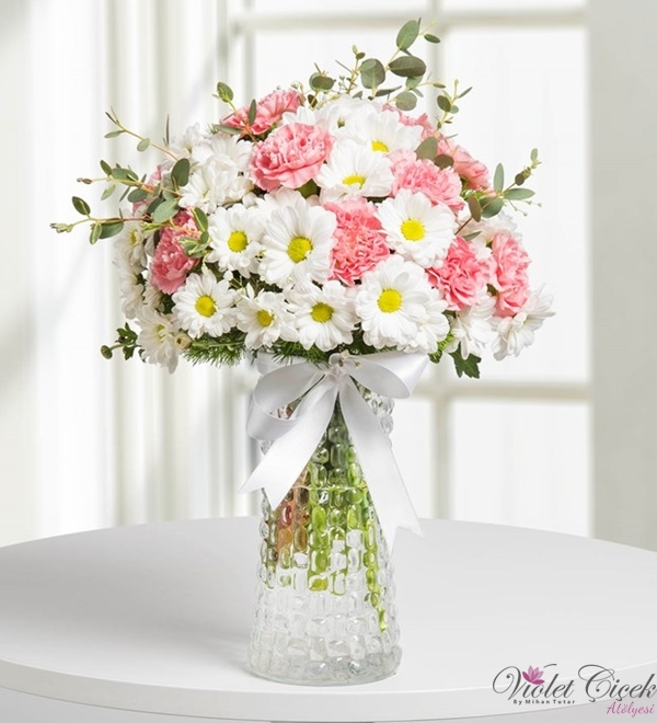 Pembe Beyaz Çiçek Aranjmanı