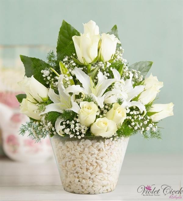 Kokulu Casablanca  Beyaz Güllerden Cam Vazo Aranjman